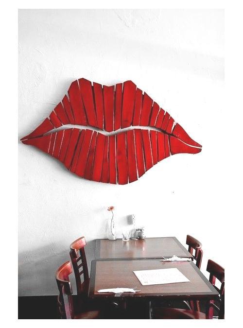 Bocca in legno decorazione da parete con finitura rossa Kiss