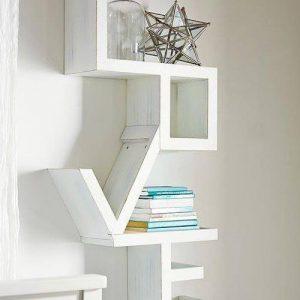 Libreria da parete scritta LOVE in legno