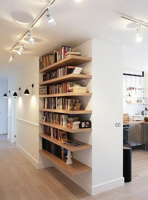 Mensola in legno massello di castagno per soggiorno xlab for Arredamento mensole a parete