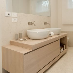 Mobili da bagno in legno sconti 40 online arredo bagno for Mobile bagno minimal