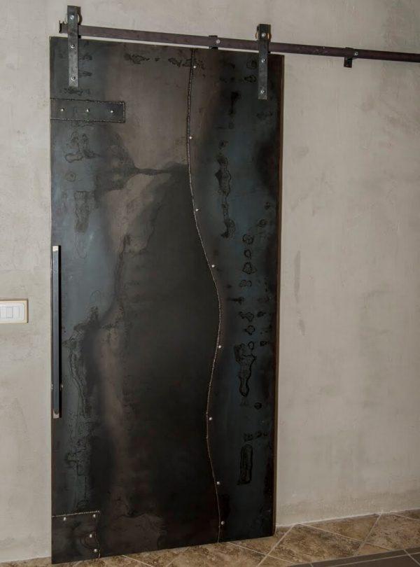 Porta su misura online scorrevole in lamiera d'acciaio completa di binario di scorrimento
