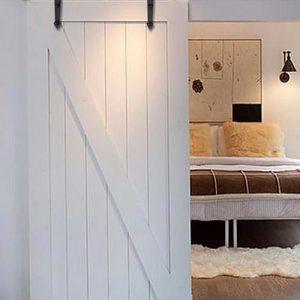 """Barn door porta scorrevole bianca stile granaio con binario in ferro """"Agnes"""""""