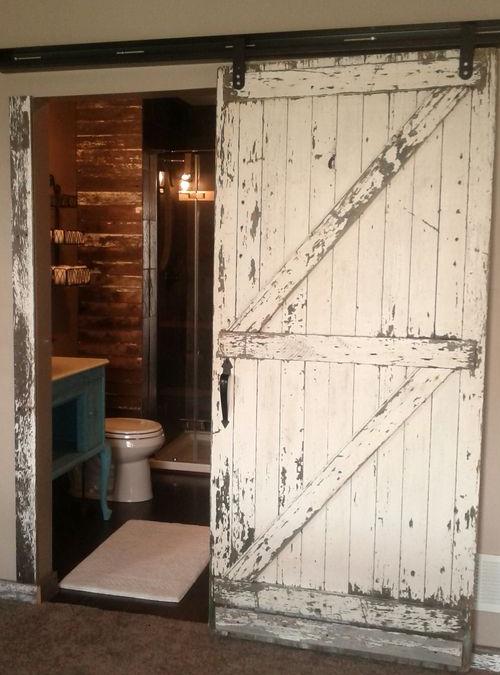 Porta scorrevole stile barn door da interno