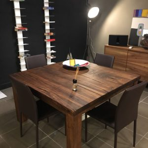 Tavolo da pranzo quadrato in legno colore noce canaletto Arthur