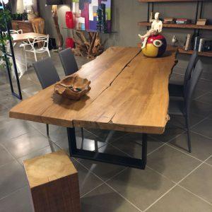 Tavolo in legno di castagno antico taglio tronco Anna
