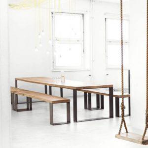 Tavolo da pranzo Cedric stile industrial design con panche in legno