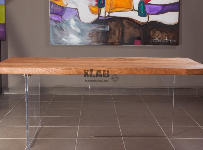 Tavolo In Legno Con Gambe Trasparenti In Plexiglass Aire Xlab Design