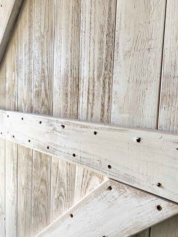 shabby-chic-barn-door-dettaglio-legno-maniglia-ferro