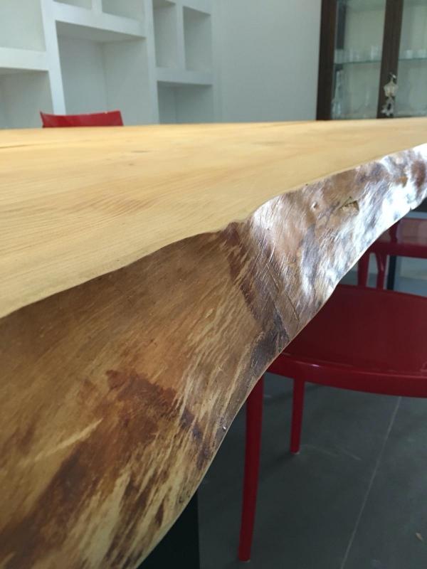 Tavolo da pranzo in legno massello segato dal tronco ...