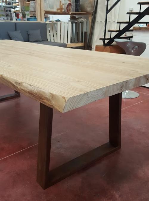 Tavolo da pranzo in legno massello rustico gambe in ferro ruggine mod. Corina