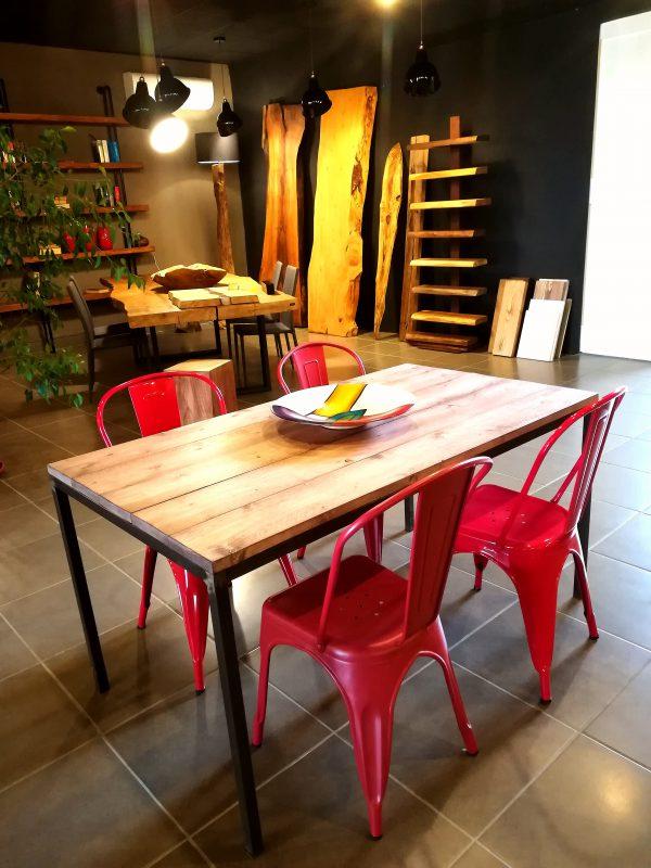 Tavolo in legno e ferro stile industriale