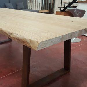 Tavolo da pranzo modello Corina in legno massello