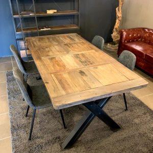 Tavolo stile industriale in legno di recupero e gambe in ferro Linton