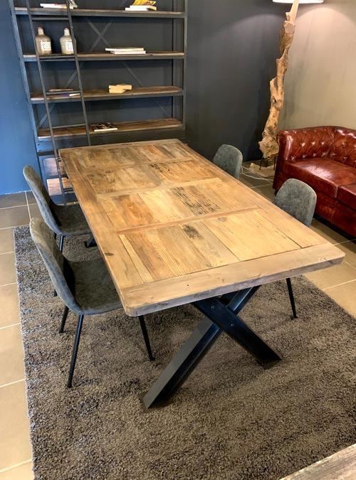 Set tavolo e sedie cucina in stile industriale