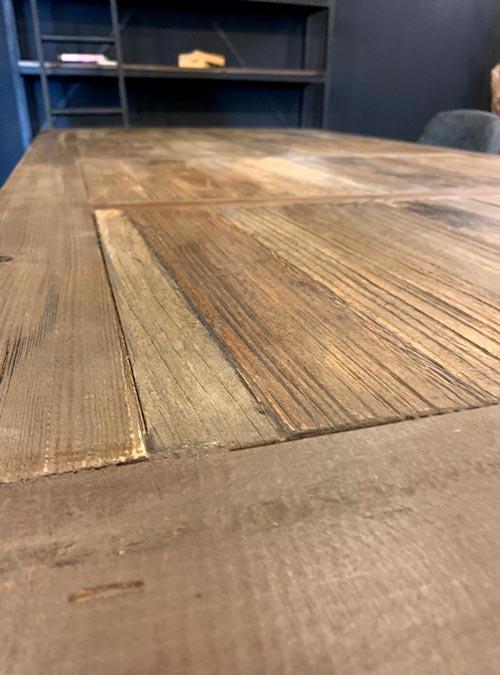 tavolo in legno di recupero con gamba in ferro