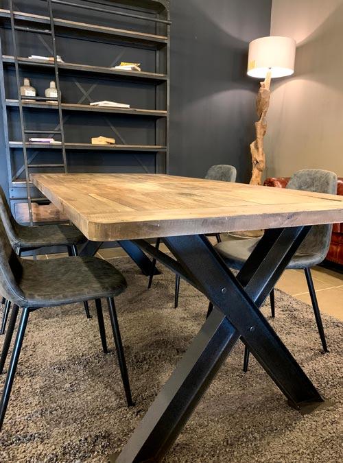 tavolo in legno e ferro