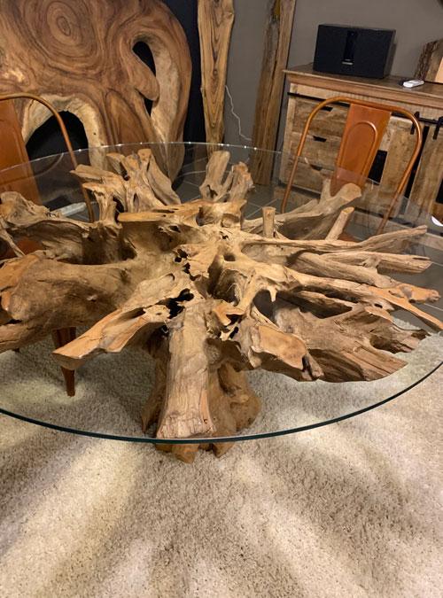 Tavolino in cristallo e radice in teak