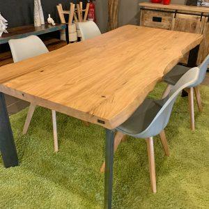 Tavolo in legno rustico stile industriale gambe in ferro Chryss
