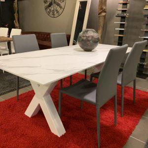 Tavolo da pranzo effetto marmo Calacatta Fenix