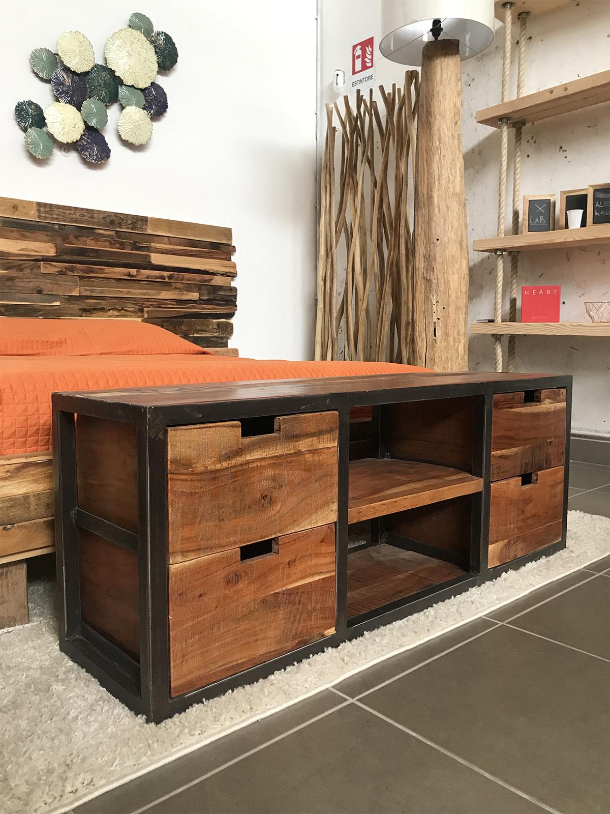 Mobile porta TV basso con cassetti in legno di riuso - XLAB Design