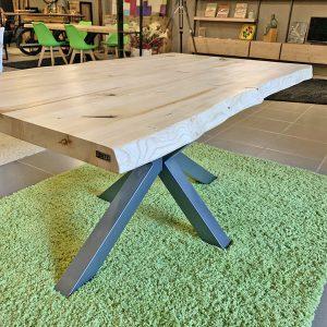Offerta Tavolo in legno massello con gamba in ferro centrale