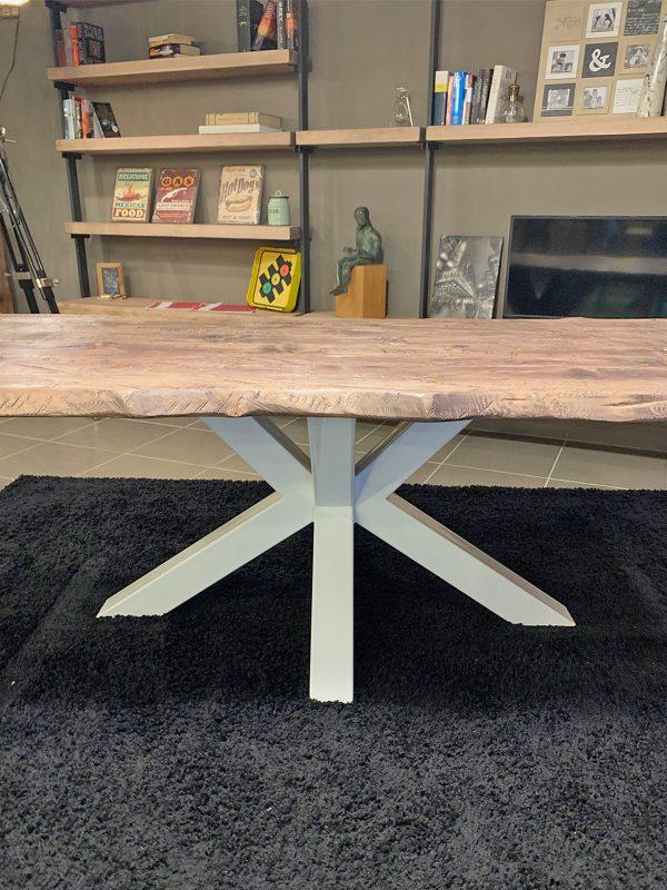 Tavolo in legno massello rustico effetto invecchiato di design artigianale