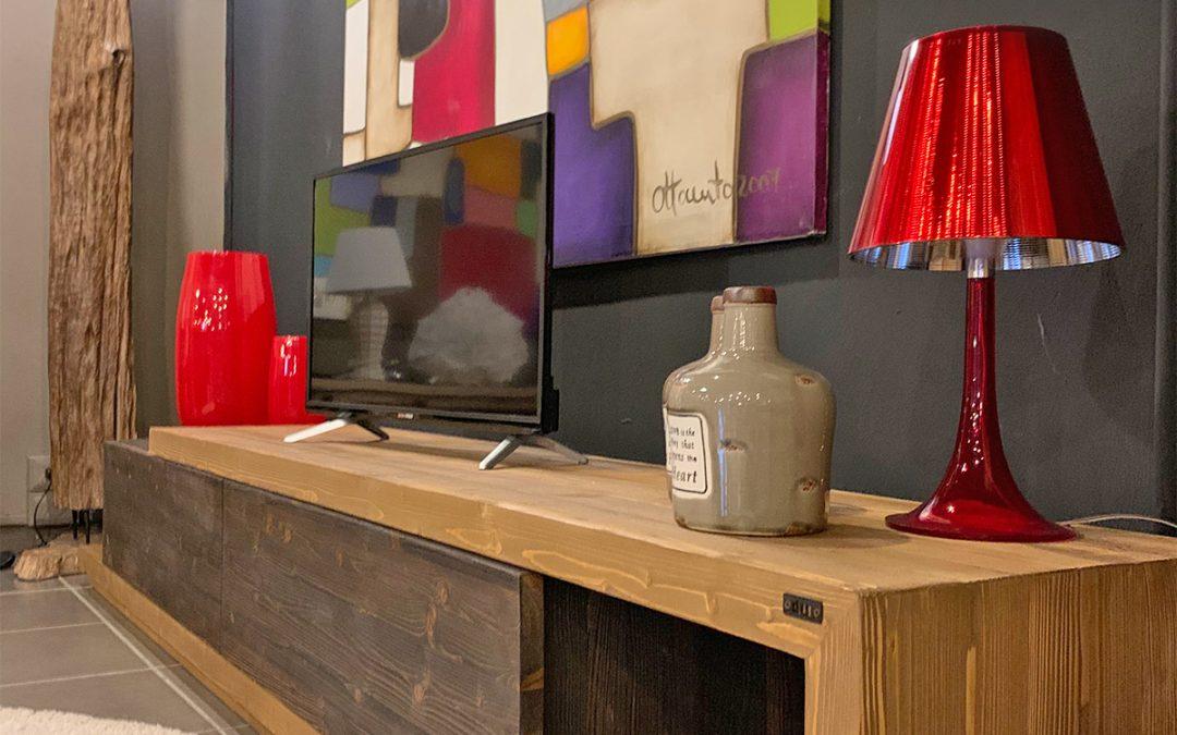 Mobili porta TV in legno massello: idee per arredare con un mobile porta TV artigianale
