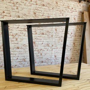 Coppia di gambe a trapezio rovesciato in ferro nero