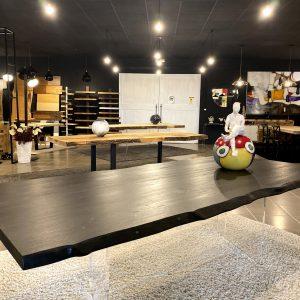 Tavolo da pranzo nero in legno e gambe in plexiglass Total Black
