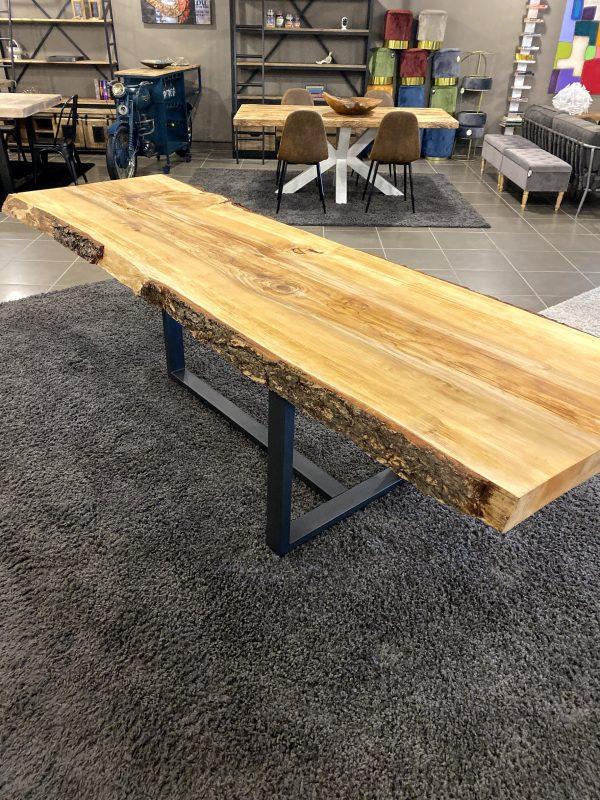 Tavolo da pranzo di design in legno di cedro