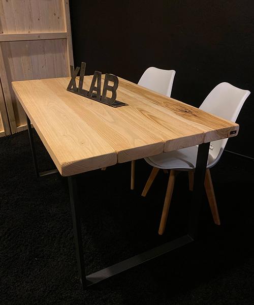 Tavolo in legno con gambe in ferro Otto
