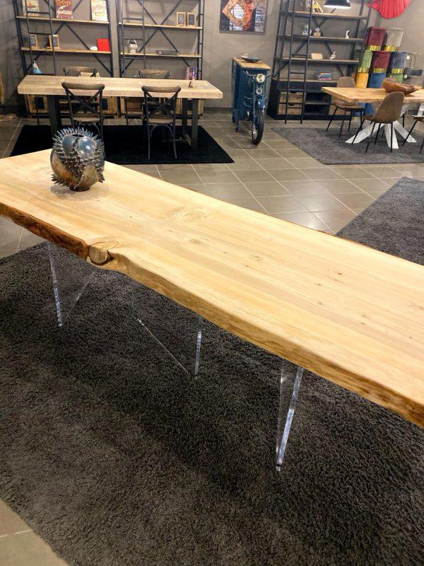 tavolo legno massello grezzo cedro del libano gambe trasparenti in plexiglass