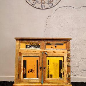 Credenza in legno massello stile vintage con due ante e due cassetti