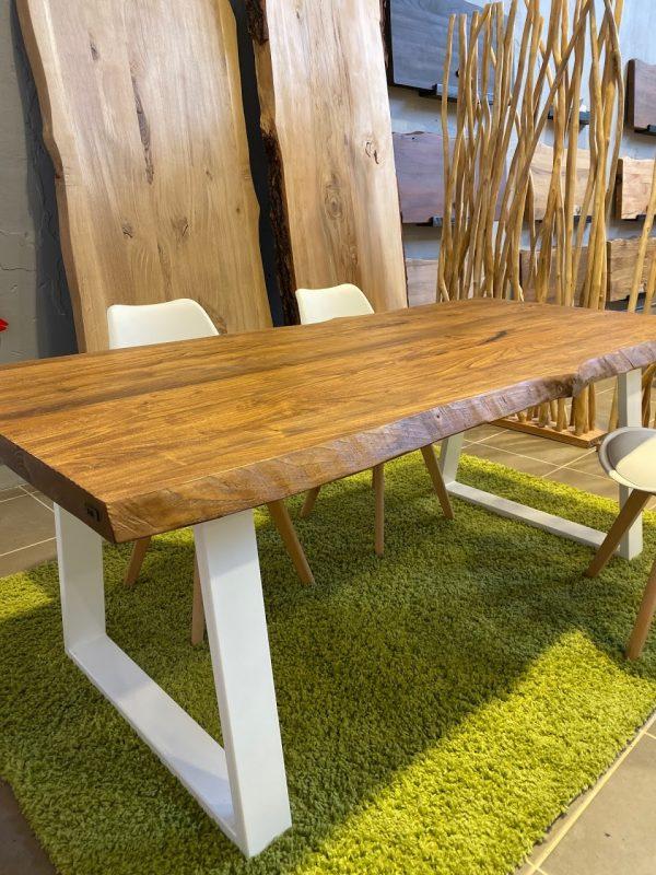 Tavolo da cucina in legno massello rustico di castagno con gamba a trapezio