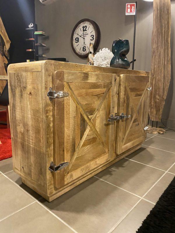 credenza con maniglie in ferro zona giorno madia in legno stile vintage