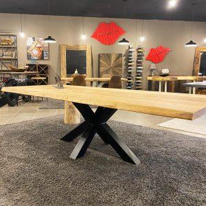 Tavolo in legno di rovere rustico nodato