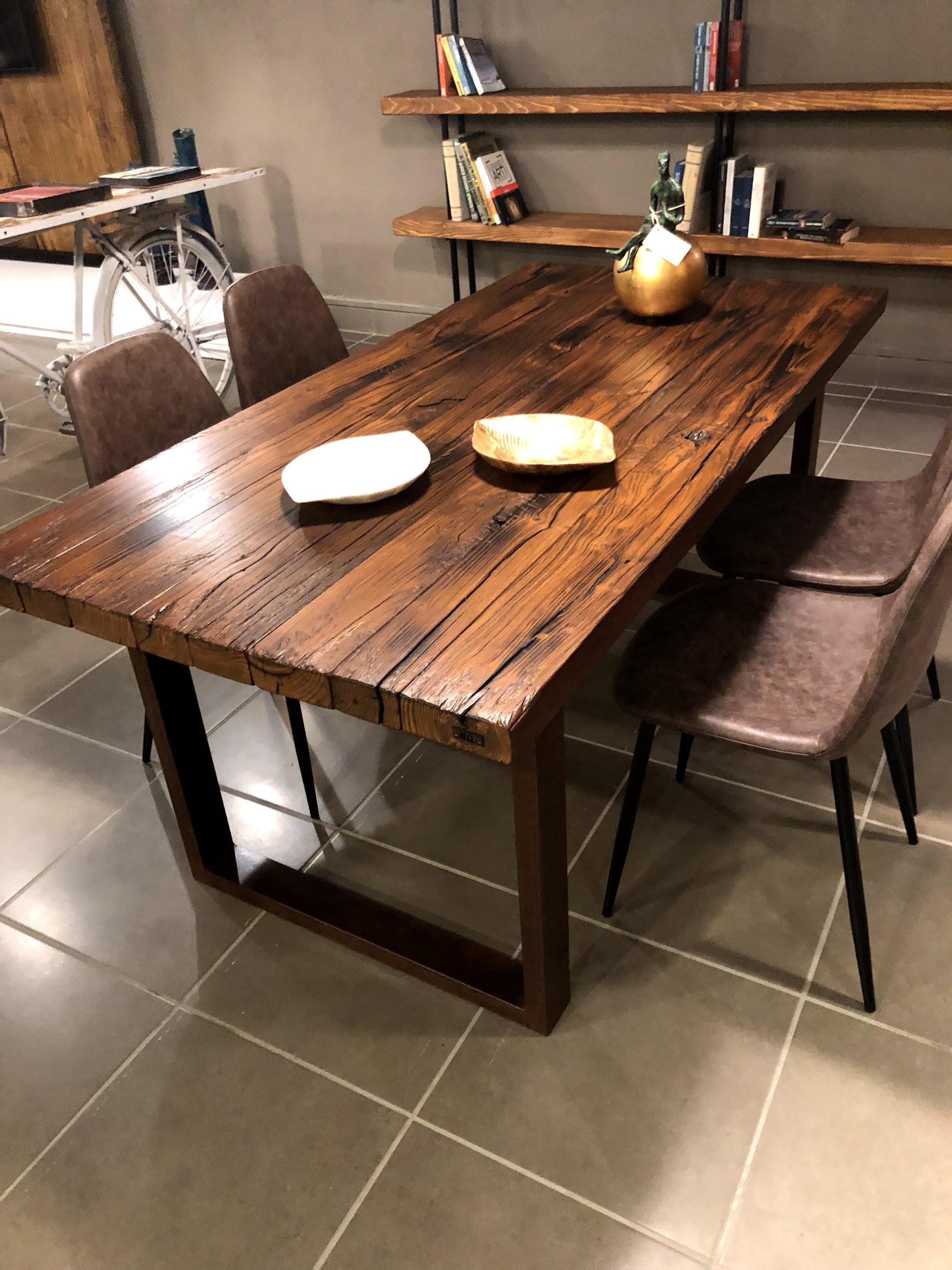 Tavoli da pranzo in legno antico per il soggiorno su misura