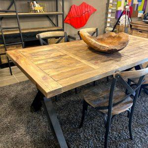 Tavoli stile industriale legno e ferro