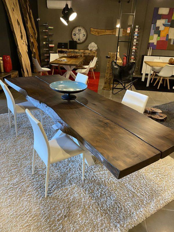 tavolo da pranzo in legno massello con 2 assi di tronco per 12 posti gamba centrale in ferro bianca
