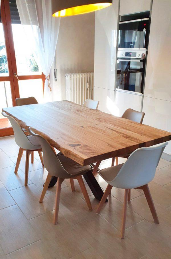 tavolo in legno da cucina finitura olio gamba stella centrale colore ruggine xlab design