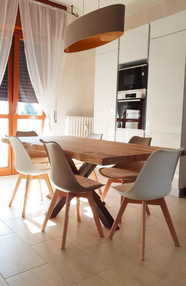 Tavolo da cucina legno massello bordi rustici gamba stella ruggine xlab design