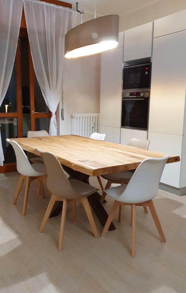tavolo da cucina legno massello finitura olio gamba in ferro a stella ruggine