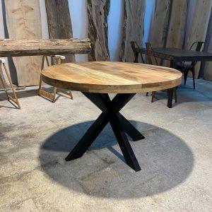 Tavolo tondo stile industriale in legno di recupero e gambe in ferro a stella Baccarat