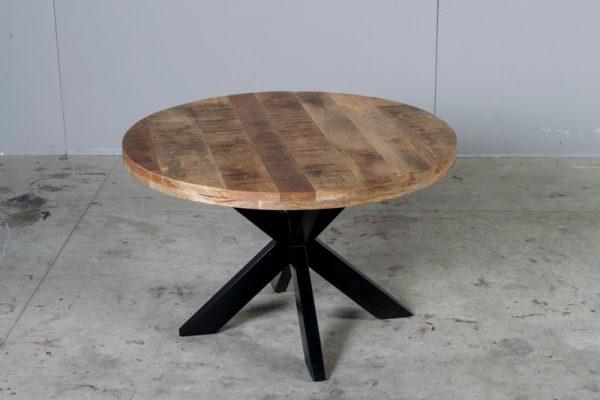 Tavolo tondo stile industriale in legno di recupero e gamba a stella centrale in ferro
