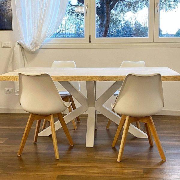 tavolo legno massello moderno con gamba stella centrale bianca