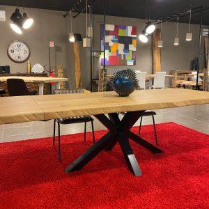 Tavolo allungabile in legno massello di rovere con gamba a stella in ferro nero 200 x 100 cm – Evelin