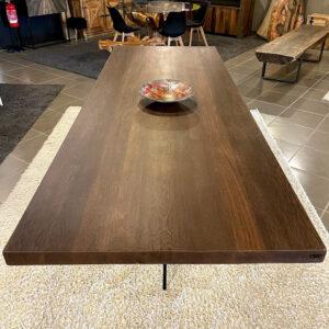 Tavolo moderno in legno massello di Iroko gamba in cristallo trasparente 300×110 cm – Artemide