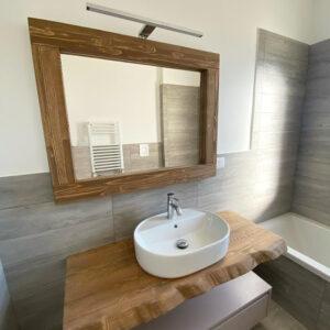 Mobile bagno sospeso con mensola in legno massello e cassetto laccato Giulia